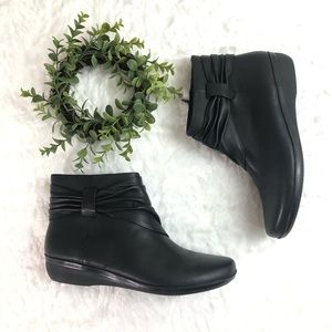 Clarks l Everlay Mandy Ankle Boots Soft Sole 10US